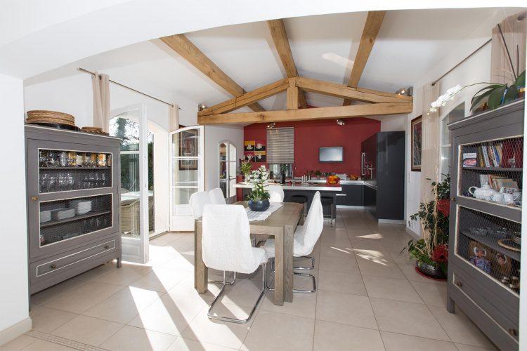 Villa Constantins dining room