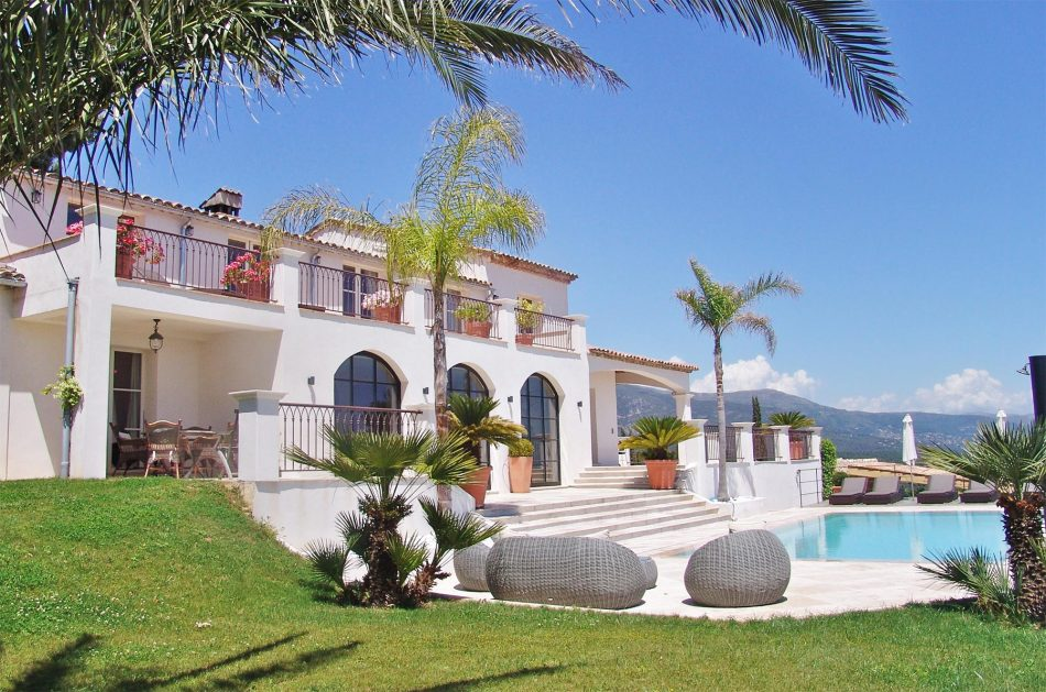 Villa Menuse exterior and pool