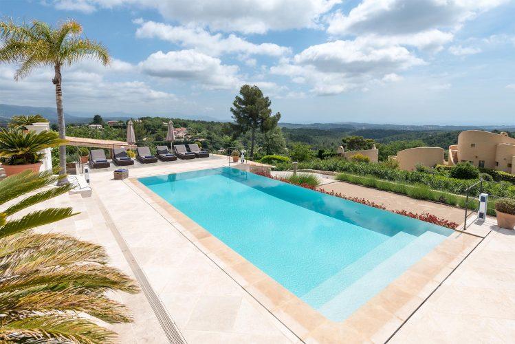 Villa Menuse pool