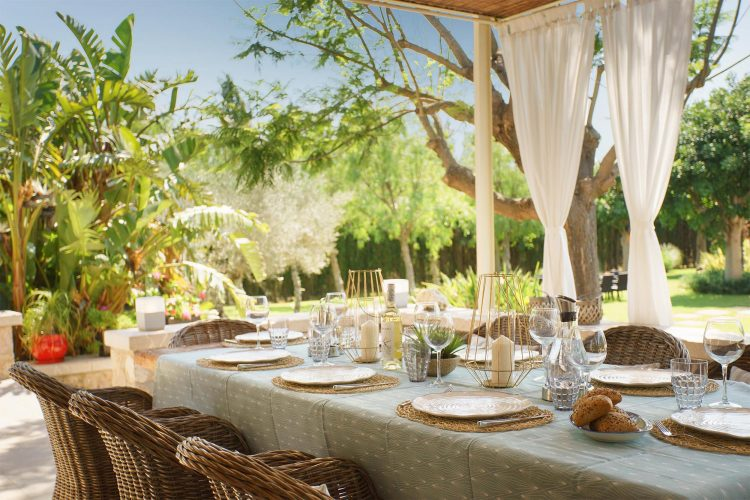 Villa Llenaire outdoor dining