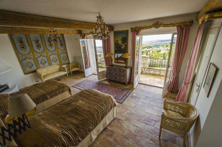 Villa La Bastide des Virettes master bedroom