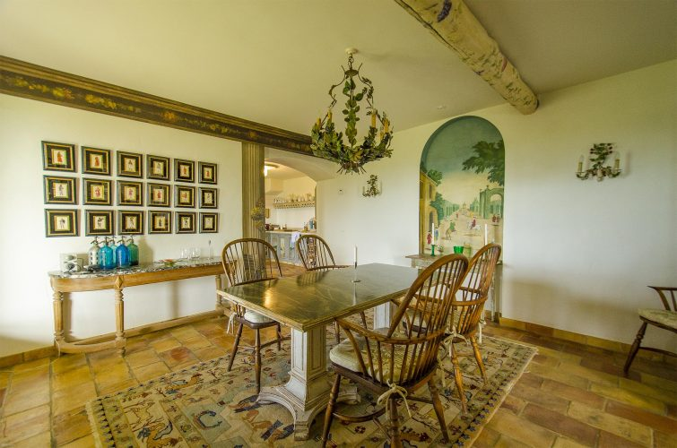 Villa La Bastide des Virettes dining room
