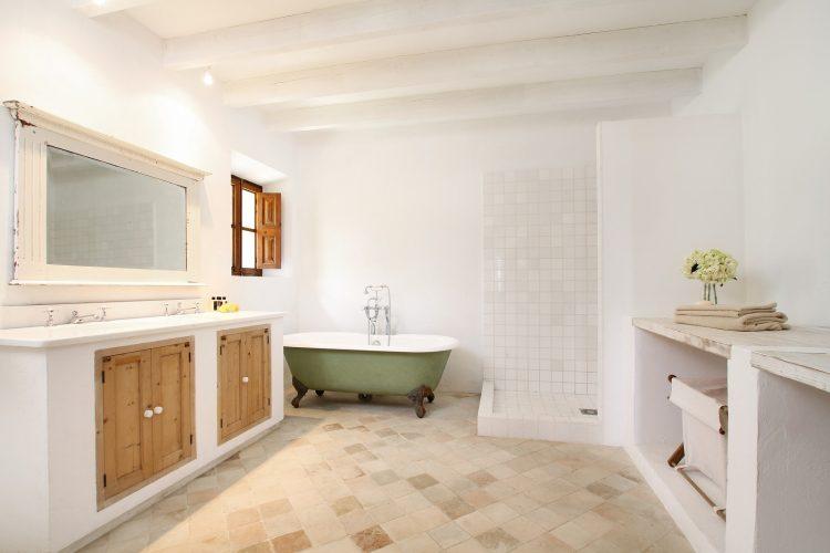Villa Can Tramuntana bathroom 1