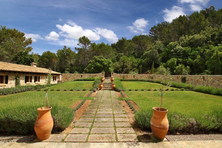 Villa Can Tramuntana garden