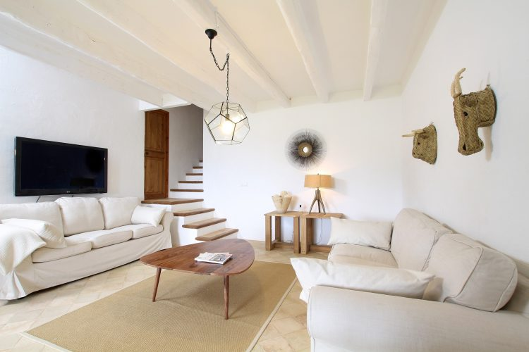 Villa Can Tramuntana TV room