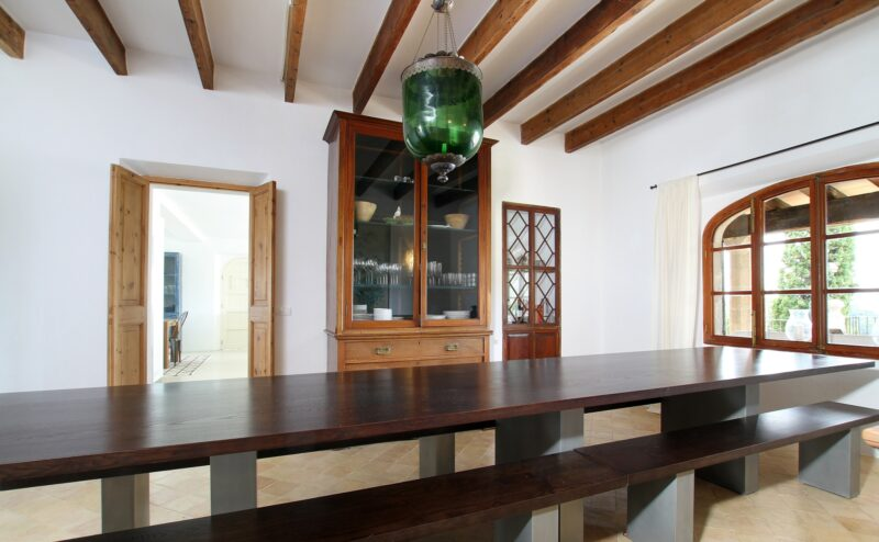 Villa Can Tramuntana dining room