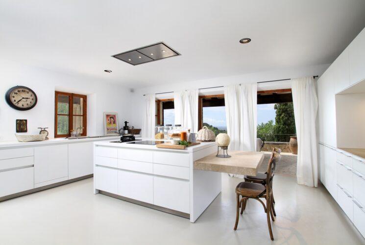 Villa Can Tramuntana kitchen