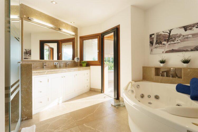 Villa Llenaire bathroom 4