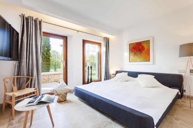 Villa Llenaire bedroom 1