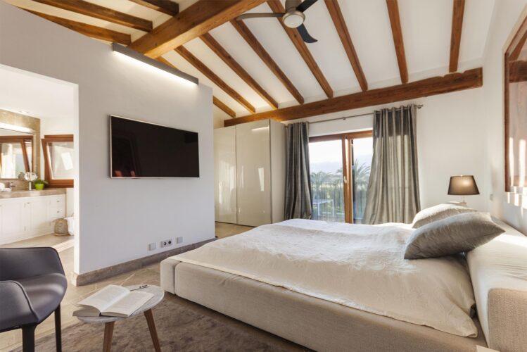 Villa Llenaire bedroom 4