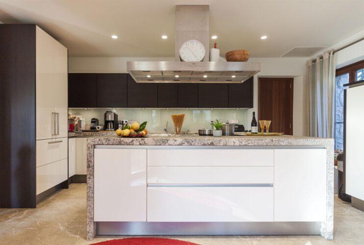 Villa Llenaire kitchen
