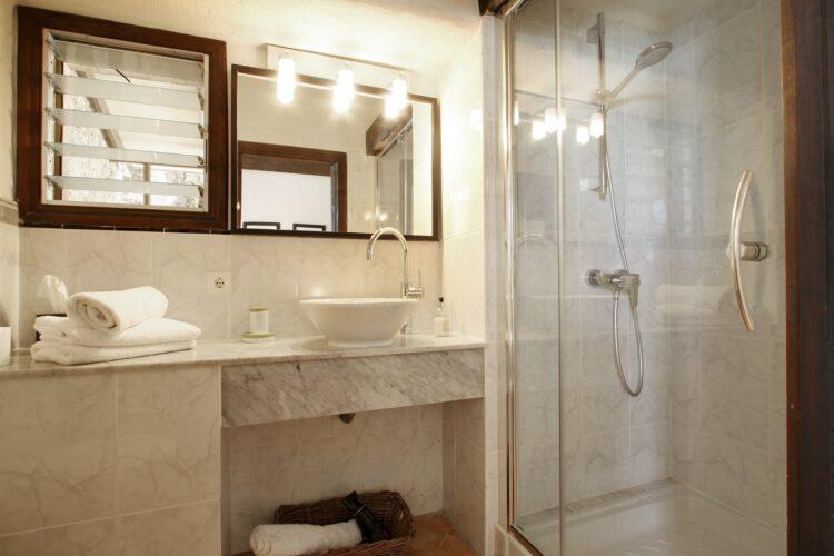 Can Melcion bathroom