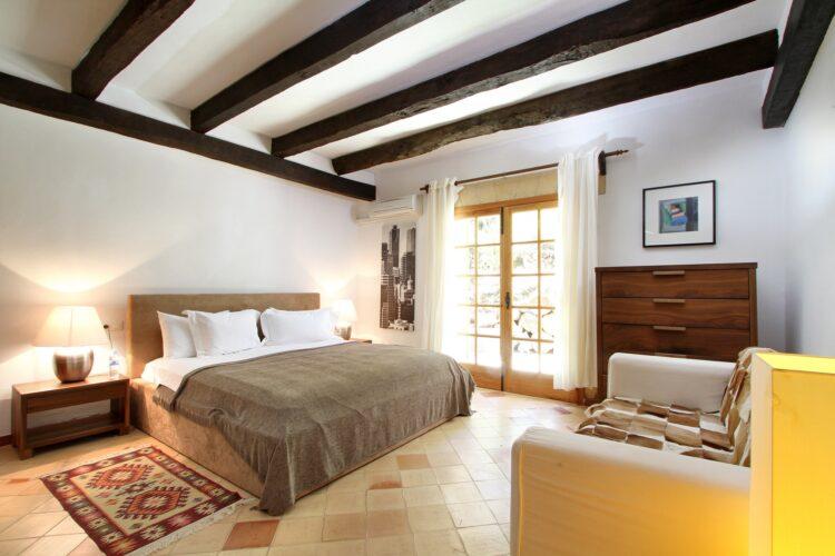 Can Melcion bedroom